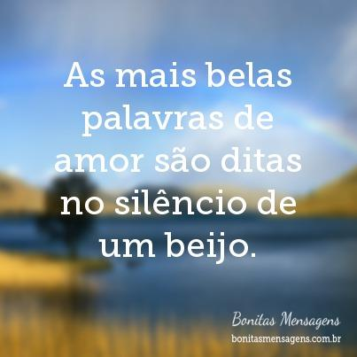 As mais belas palavras de amor são ditas no silêncio de um beijo.